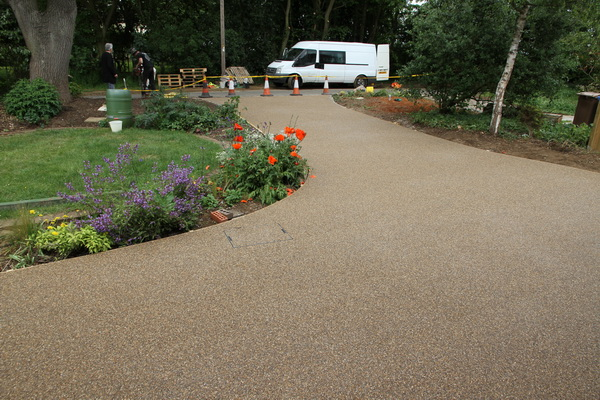Permeable drive installation